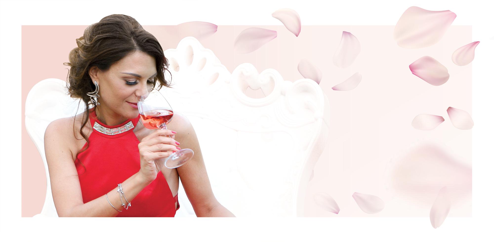 Donna esegue l'analisi sensoriale del vino Marilina Rpsè