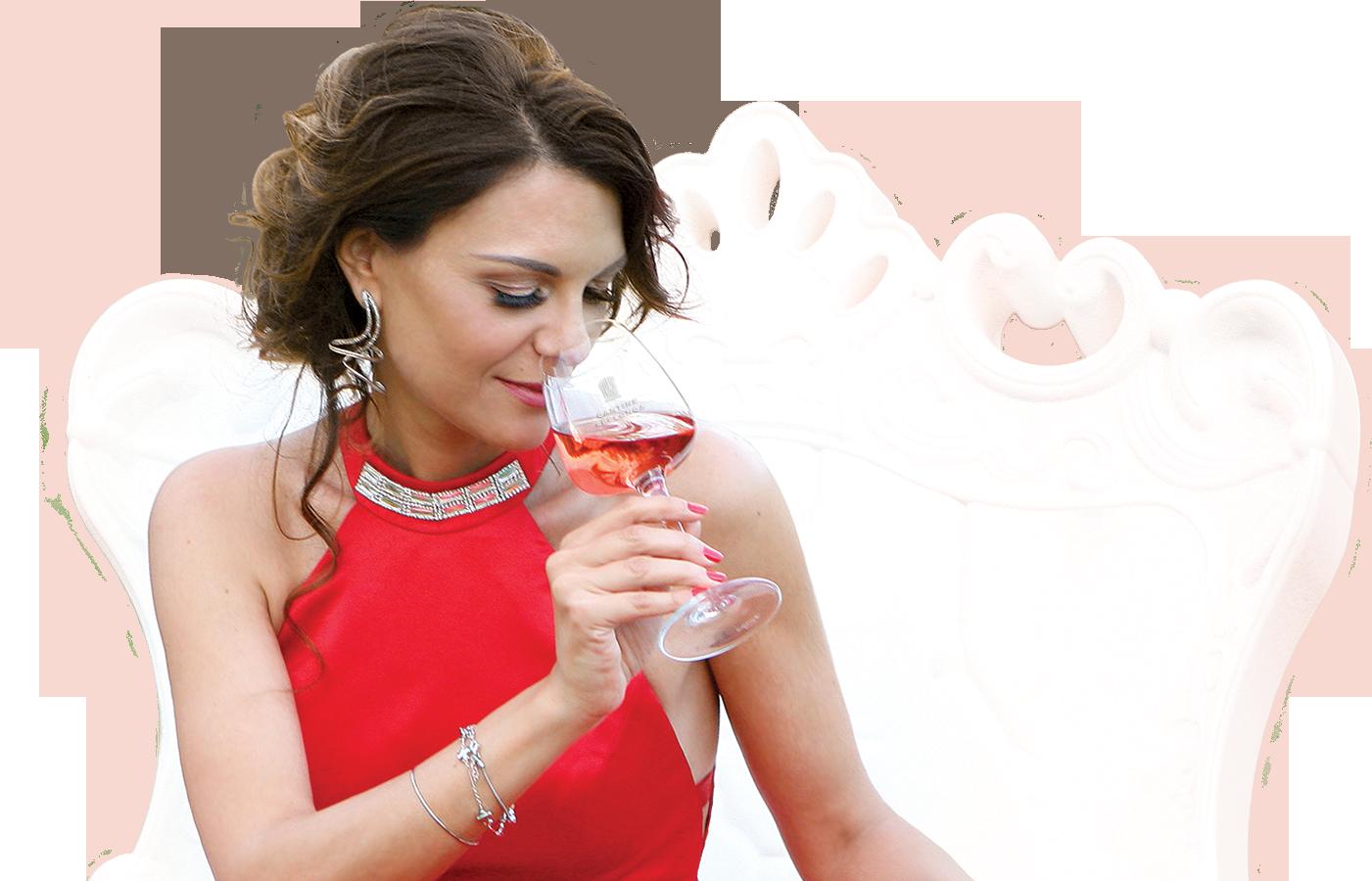 Marilina Nappi esegue l'analisi sensoriale del vino rosato Marilina Rosè