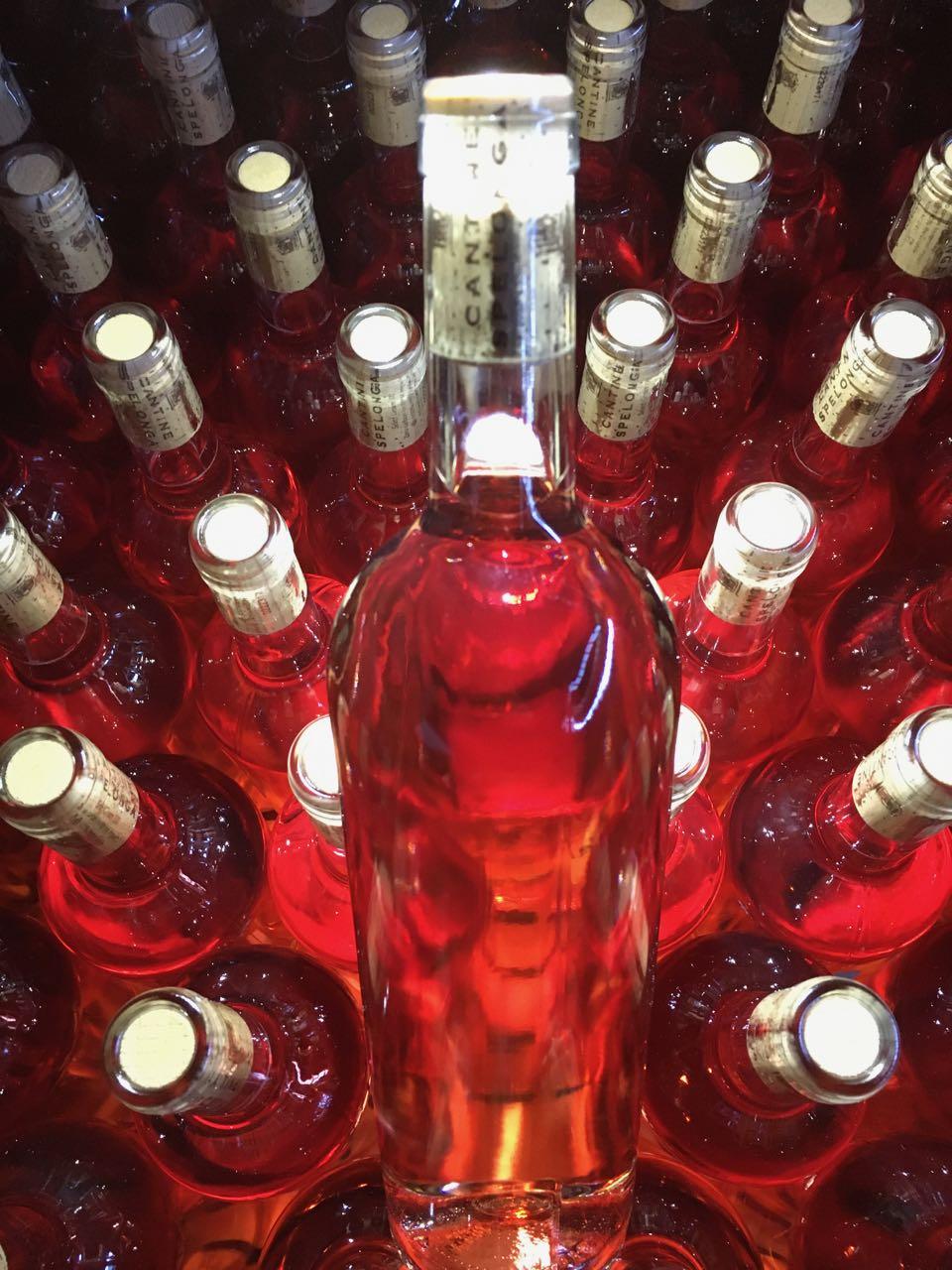 Bottiglie senza etichetta del Marilina Rosè di Cantine Spelonga